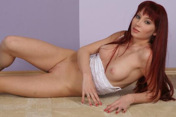 geile hausfrau zeigt ihre nackten titten